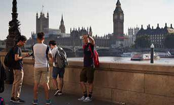 students_-_Thames[1]
