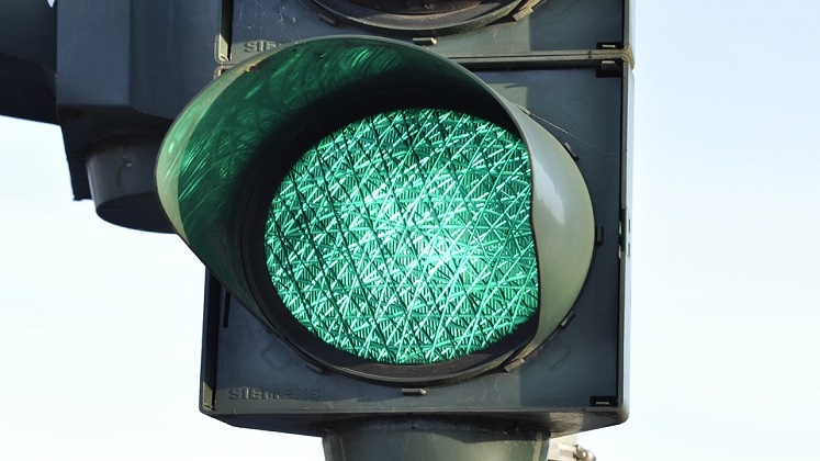 16x9-traffic-light-green