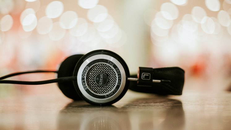 podcast-alphacolor-unsplash_420x747